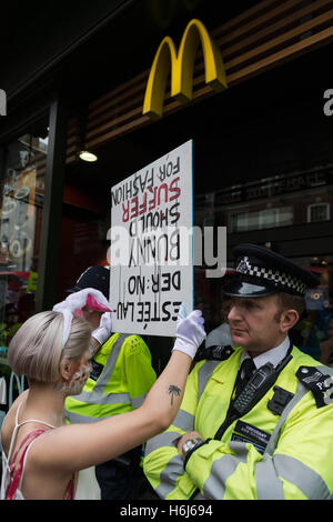 London, UK. 29th October 2016. Hundreds of activists and campaigners took part in 'The Official Animal Rights March' - Stock Photo