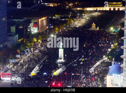Seoul, South Korea. 29th Oct, 2016. People attend a rally asking for the resignation of South Korean President Park - Stock Photo