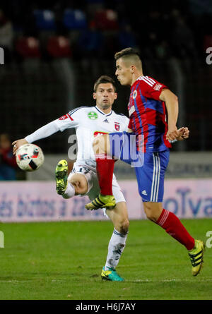 Budapest, Hungary. 29th October, 2016. Zsombor Berecz (R) of Vasas FC competes for the ball with Mate Patkai (L) - Stock Photo