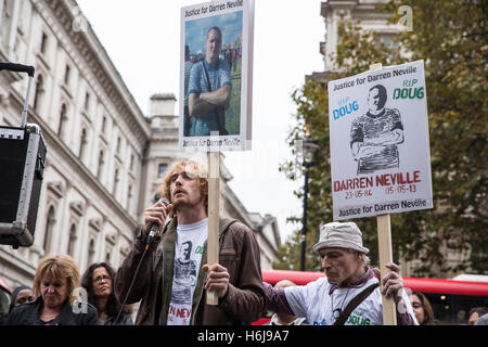 London, UK. 29th October, 2016. The brother of Darren Neville addresses campaigners from the United Families and - Stock Photo
