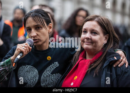London, UK. 29th October, 2016. Becky Shah, daughter of Inger Shah, from the Hillsborough Justice addresses the - Stock Photo
