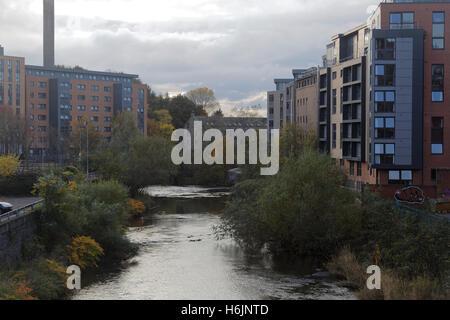 Kelvin River at Partick Glasgow looking south towards  Benalder Street bridge - Stock Photo