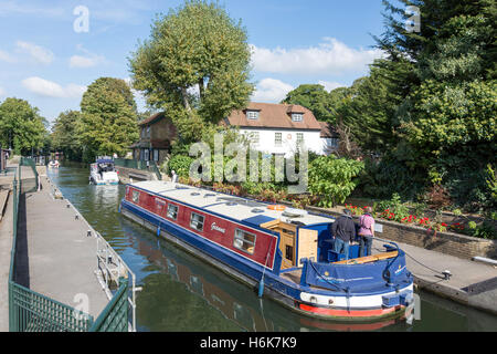 Canal boat leaving Boulter's Lock, River Thames, Maidenhead, Berkshire, England, United Kingdom - Stock Photo