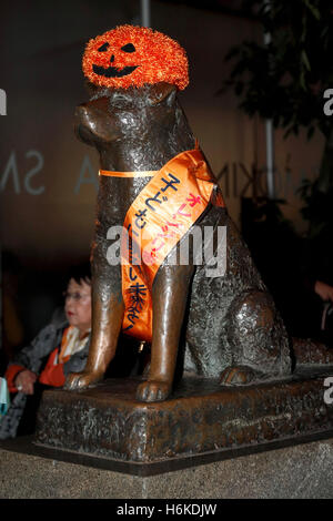 Hachiko statue of a famous royal dog dressed for Halloween celebrations in Shibuya on October 30, 2016, Tokyo, Japan. - Stock Photo