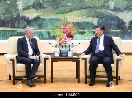 Beijing, China. 31st Oct, 2016. Chinese President Xi Jinping (R) meets with French Foreign Minister Jean-Marc Ayrault - Stock Photo