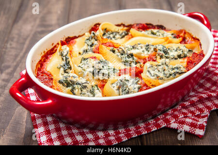 Stuffed pasta shells with spinach ricotta - Stock Photo
