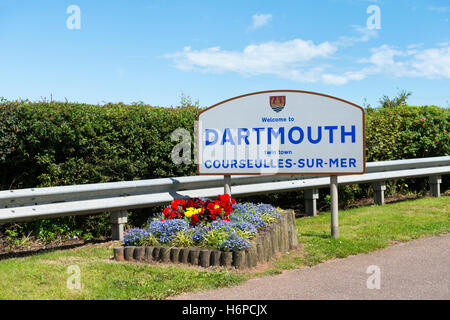 Welcome to Dartmouth and twinning sign for Courseulles Sur Mer at the Dartmouth town boundary on a sunny summer's - Stock Photo