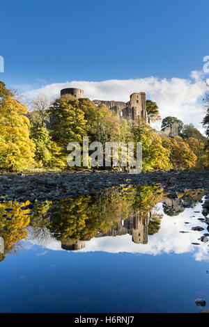 Barnard Castle, Teesdale, County Durham UK.  Tuesday 1st November 2016, UK Weather.  Autumnal trees and the medieval - Stock Photo