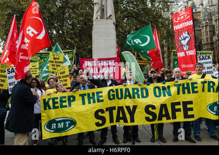London, UK. 1st November 2016. The National Union of Rail, Maritime and Transport Workers (RMT) chiefs - Steve Hedley - Stock Photo