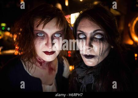 Edinburgh, UK. 1st Nov, 2016. Samhain - Halloween festival in Edinburgh, Scotland.Behind the scenes of all day of - Stock Photo
