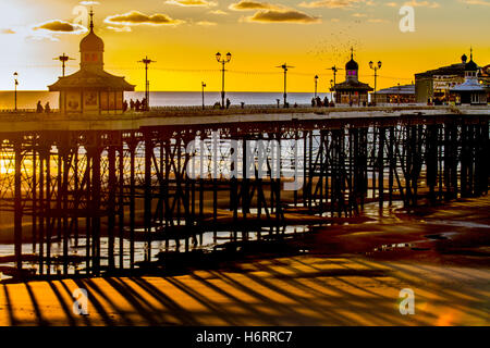 Blackpool, Lancashire, UK. 1st November, 2016. Colourful sunset over the North Pier as the skies clear with the - Stock Photo