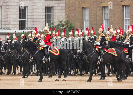 London, UK. 1st November, 2016. The Household Cavalry Mounted Regiment arrives in Horse Guards Parade ready to greet - Stock Photo