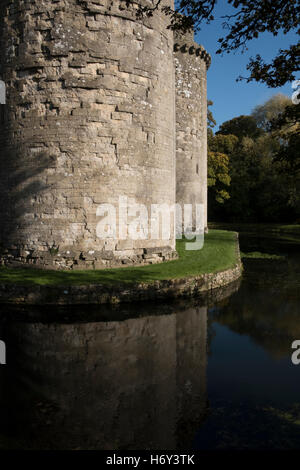 Nunney Castle is a medieval castle at Nunney in the English county of Somerset. Built in the late 14th century - Stock Photo