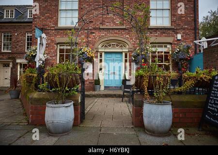 Tarporley village pretty  Cheshire - Stock Photo