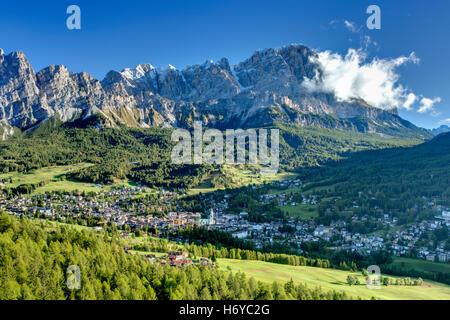 Italian Dolomites Near Cortina d'Ampezzo  Italiano Dolomiti Vicino Cortina d'Ampezzo - Stock Photo