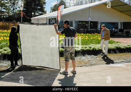 graham ross taping segment for channel 7 'better homes & garden' show. floriade 2008. canberra. act. australia - Stock Photo