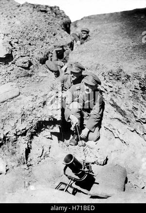 WW1 World War One 1914-18 British artillery firing amunition from Trench Mortar during First World War 1916 - Stock Photo