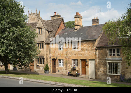 Residential homes with St. James' Church behind, Chipping Campden, Gloucestershire, England UK - Stock Photo