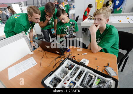 Yekaterinburg, Russia. 1st Nov, 2016. Participants in the Mobile Robotics event at the 2016 WorldSkills Russia Hi - Stock Photo