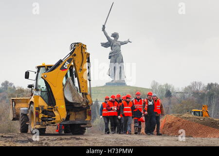 Volgograd, Russia. 2nd Nov, 2016. The construction site of a belt road along the Volga River. In addition to the - Stock Photo