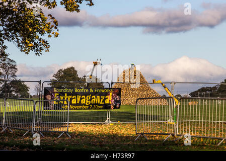 Workers building huge bonfire at Roundhay Park in Leeds.  1 November 2016 © James Copeland/Alamy Live News - Stock Photo