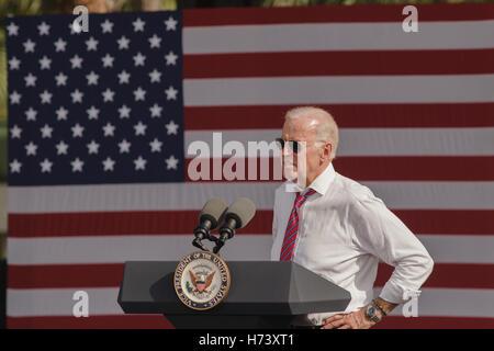 Palm Beach Gardens Usa 02nd Nov 2016 Vice President Joe Biden Stock Photo Royalty Free