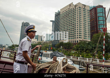 Ho Chi Minh City, Vietnam. 01st Nov, 2016. A crew member on a tour boat in Ho Chi Minh City, Vietnam, 01 November - Stock Photo