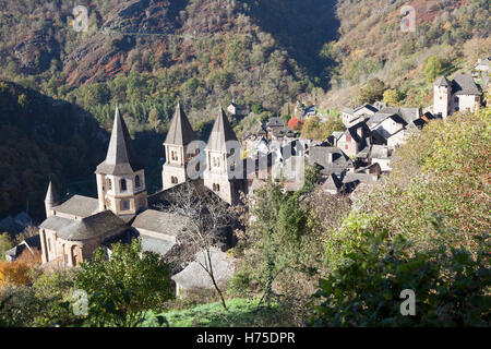 A high-angle shot on the village of Conques (France) by an Autumnal morning. Contre-plongée sur Conques par un matin - Stock Photo