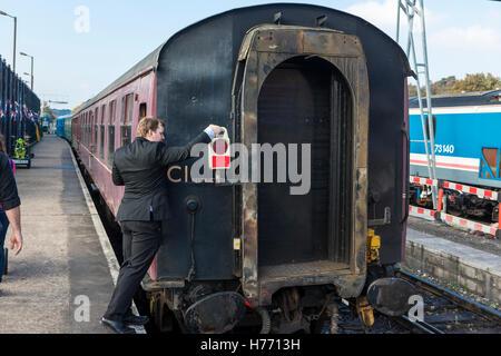 England, Tunbridge Wells. Spa Valley railway. Maroon coloured 1950's style British Rail carriage at platform, man - Stock Photo