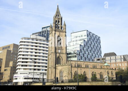 The Parish Church of Liverpool The Church of Our Lady and Saint Nicholas. And also The Mercure Hotel in background - Stock Photo