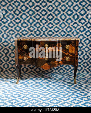French Louis XVI style chinoiserie lacquered 'commode sans traverse' with neoclassical mounts and breche sienna - Stock Photo