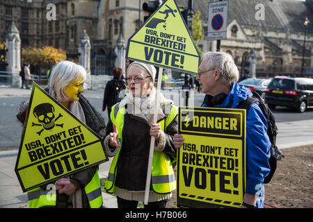 London, UK. 3rd November, 2016. British citizens who regret not having voted in the EU Referendum - which resulted - Stock Photo