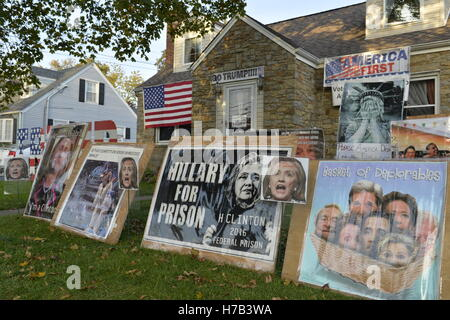 Bellmore, United States. 02nd Nov, 2016. Bellmore, New York, USA. November 2, 2016. Political signs against Democratic - Stock Photo