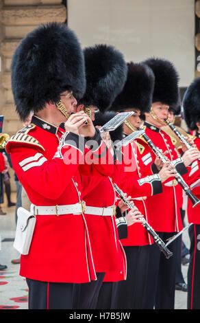 Waterloo Station, London, UK.  3rd November, 2016. The band of the Grenadier Guards performs for commuters and passengers - Stock Photo