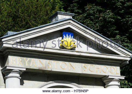 Coat of arms on the pediment over the gateway to Bryanston School, Blandford, Dorset - Stock Photo
