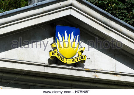 Close-up of the Et Nova Et Vetera coat of arms on the pediment over the Gateway to Bryanston School, Blandford, - Stock Photo