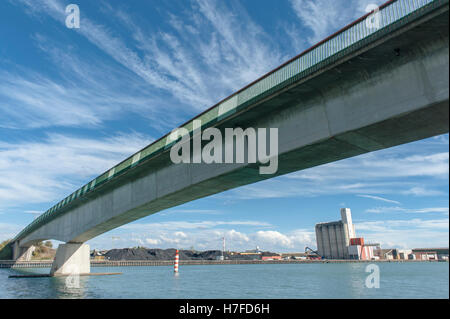 Bridge and terminal silo of the Port de Salaise-Sablons on the left banks of the Rhône river, - Stock Photo