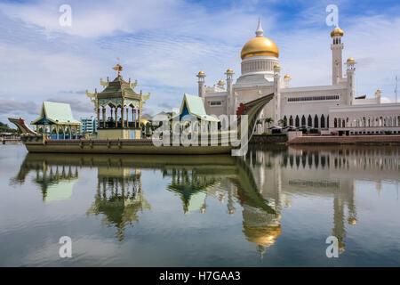 Sultan Omar Ali Saifuddin Mosque, Bandar Seri Begawan, Brunei, Southeast Asia - Stock Photo