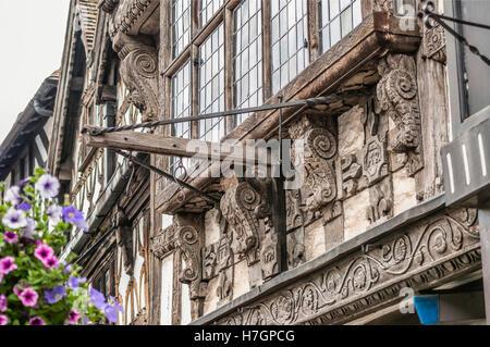 Artful detail at house in Stratford upon Avon, Warwickshire, England | Kunstvolle Details an einem historischen - Stock Photo