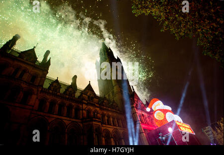 Manchester, UK. 4th November 2016. The fireworks display at the annual Christmas Lights Switch-on in Albert Square, - Stock Photo
