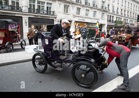 London,UK,5th November 2016,Regent Street Motor show 2016 takes place in London. Huge crowds once again attend to - Stock Photo