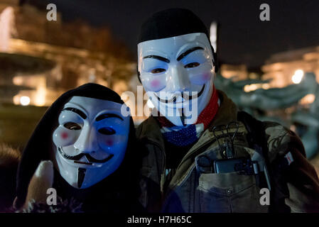 London, UK. 5th Nov, 2016. Participants wearing Guy Fawkes style masks take part in the Million Mask March in central - Stock Photo