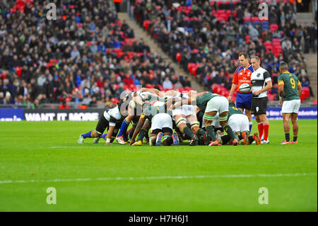 London, UK. 05th Nov, 2016. Barbarian and South African players locked into a scrum during the Barbarians V South - Stock Photo