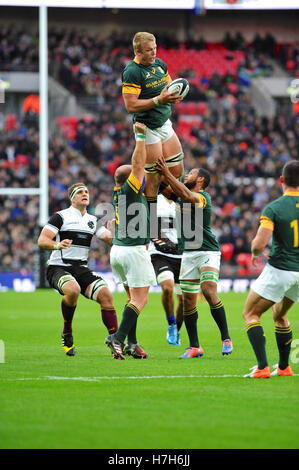 London, UK. 05th Nov, 2016. Tian Schoeman (Fly-Half South Africa) being lifted to catch the ball during a line out - Stock Photo