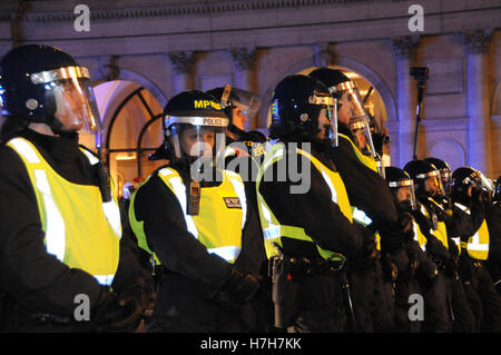 London,UK,5th November,2016. Police block off The Strand, as London braced itself for trouble. during last night's - Stock Photo