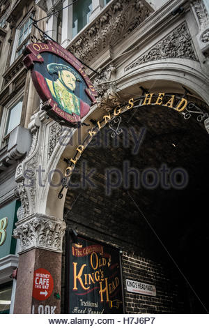 Entrance to the Old King's Head public house on Borough High Street, London, SE1, UK - Stock Photo