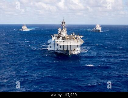 The USN Wasp-class amphibious assault ship USS Makin Island steams in formation October 25, 2016 in the western - Stock Photo