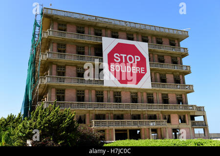The iconic Saint-Georges Hotel, Ain Mreisse, Beirut Lebanon; the placard adorning its facade continuing to defy - Stock Photo
