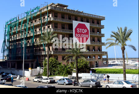 The iconic Saint-George Hotel, Ain Mreisse, Beirut, Lebanon; the placard adorning its facade continuing to defy - Stock Photo