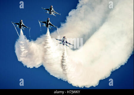 The Thunderbirds air demonstration aircraft perform an Arrowhead Loop aerial maneuver during the Wings and Waves - Stock Photo
